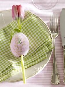 wielkanocne-dekoracje-na-stół